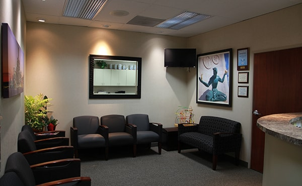 Dillingham Hanson dental office showing the waiting room, pictures, and some decorations